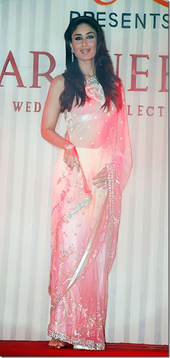 ازياء كارينا كابور kareena kapoor at fashion show 3_thumb[1].jpg
